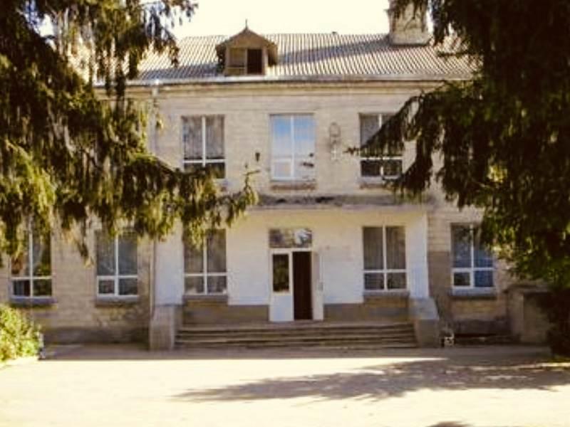 Liceul in Stăuceni