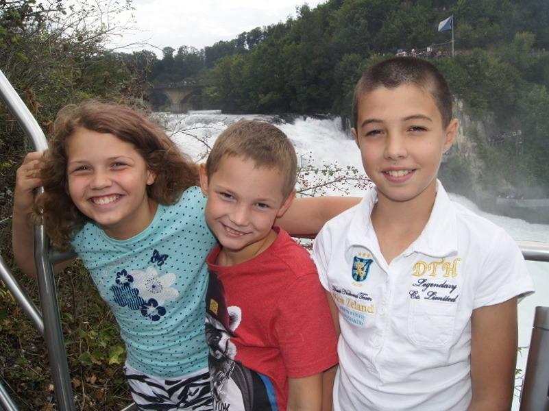 Geschwister am Rheinfall