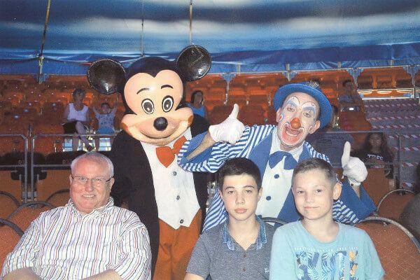 Mit Bruder und Opa 2017 im Circus Krone